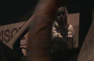 بزرگ سیاه و سیکس کامل سفید دیک در دست یک دختر