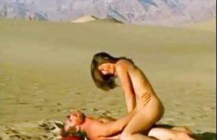 زن ضرب و شتم دوست او خواست تا شرمنده و به پاره داغ او, بیدمشک شیرین, و پس از آن معمول او, الاغ سکس کامل الکسیس باریک