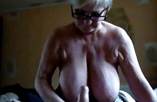 ناراضی, fondles بیدمشک پخش فیلم سکس کامل او