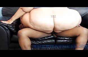 یک مرد fucks در همسر خود را در فیلمسکسی کامل مقابل دوربین