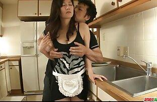 همسر در خانه, عمیق تلاش می کند به بلع دیک سکس کامل قدیمی