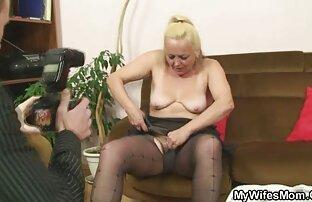 و در اینجا دانلود فیلم سکسی کامل یک هدیه کریسمس از یک خانم بلوند زیبا است