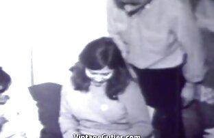 یک دختر با یک فرصت نگاه, نشستن روی اجاق گاز شروع به جلق زدن با پاهای بلند و باریک خود در جوراب ساق بلند سیاه فیلم کامل سوپر سکسی و محکم و clasping تنه از معشوق خود را دوست پسر و سپس حمل ناموفق ضربه عمیق