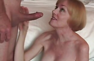 Alenka نشان فیلم های سکسی کامل می دهد بدن مناقصه خود را در مقابل دوربین