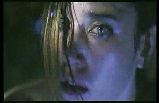 نوجوان جولیا درگیر در یک دانلود فیلم سینمایی سکسی کامل طلسم در دوربین